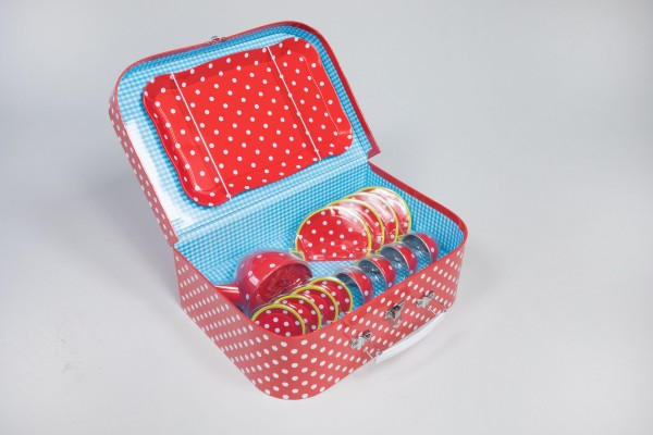 Kindergeschirr im Picknickkoffer